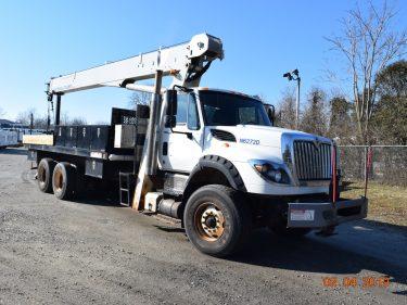 Center Mount 20 Ton Crane Truck 2